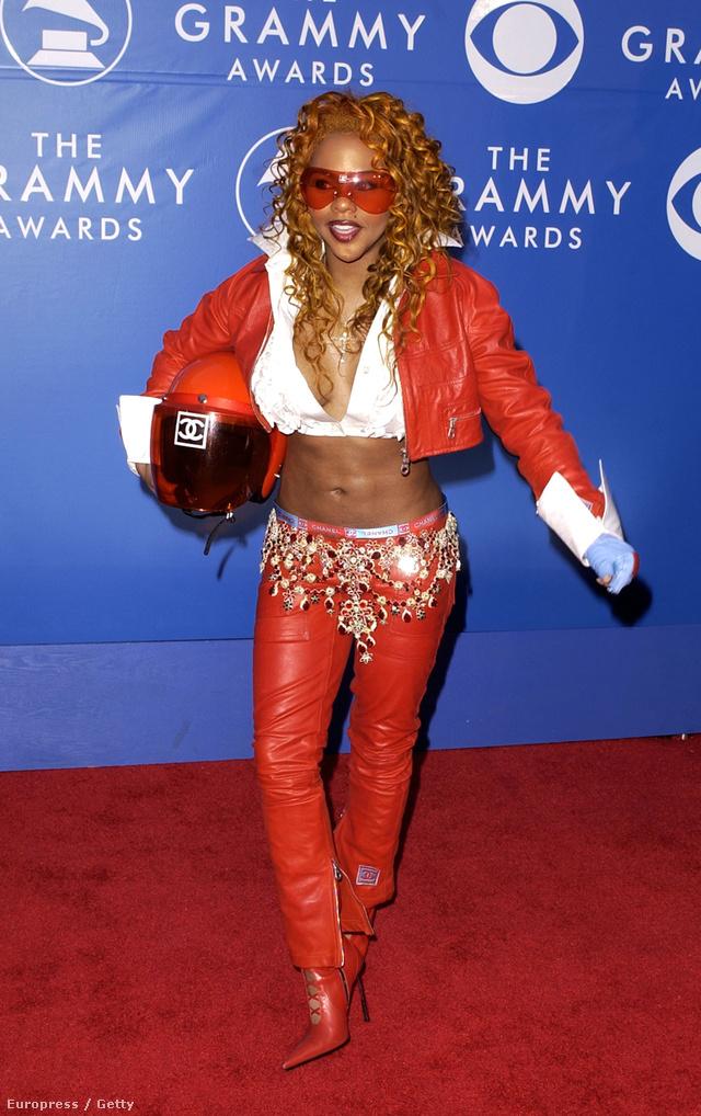 2002: Lil Kimnek stabilan rossz az ízlése.