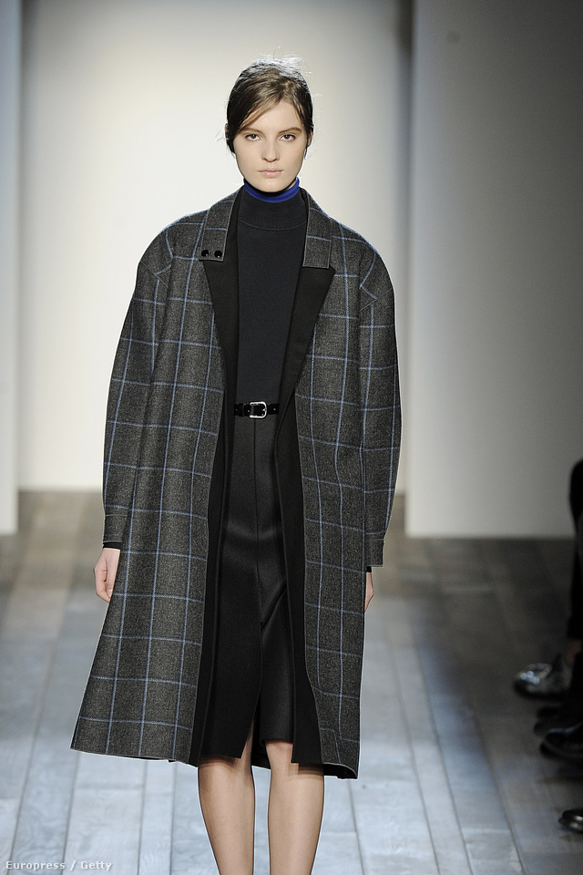 Az első szett: kockás, gömbölyített vállú kabát
