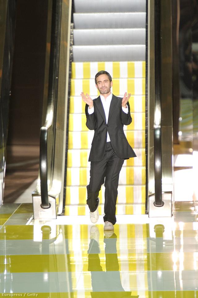 A Louis Vuitton szeptemberben mozgólépcsőre tette modelljeit.