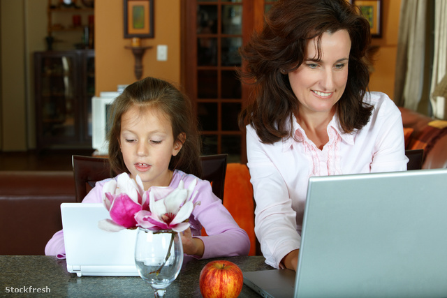 stockfresh 531476 mother-and-daughter-with-laptops sizeM