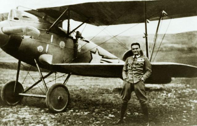 A Monarchia K.u.K. pilótája. A 41. J. századnál repülő Kaszala Károly Albatros DIII gépével 1917 nyarán (Fotó: Winkler Aero archív)