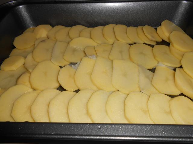 A legfontosabb a krumpli fajtája. Ha tehetjük, amandine-t vagy charlotte-ot keressünk.