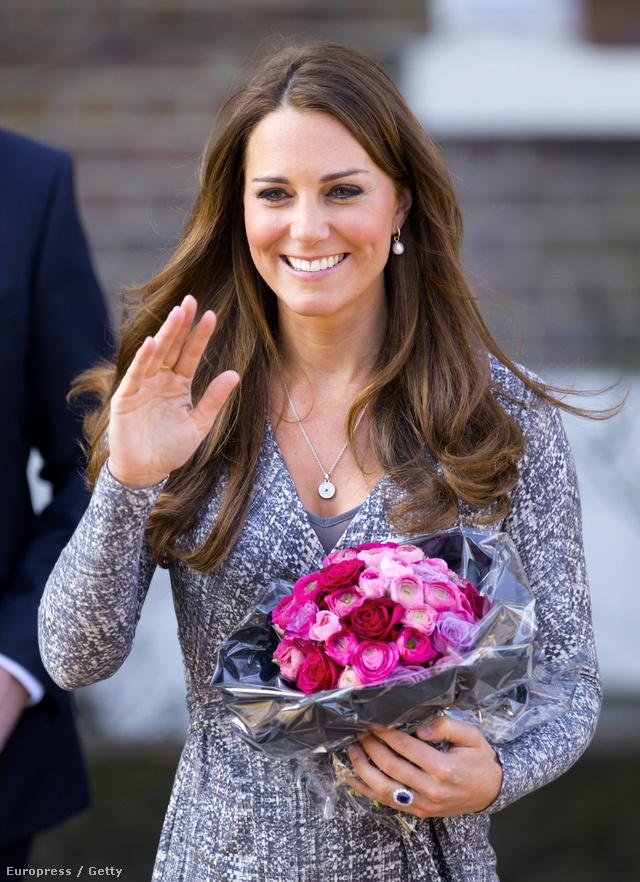 A Katalin nyakában fityegő függő 947 ezer forintot ér. Színtiszta gyémánt. A Daily Mail arra tippel, Vilmostól kaphatta.