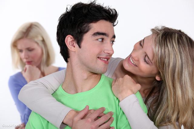 stockfresh 2182101 couple-in-love-ignoring-their-friend sizeM