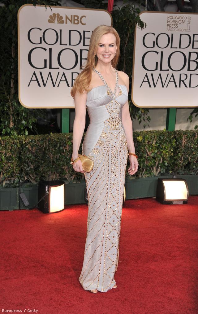 Nicole Kidman a 2012-es Golden Globe-ra Versacéban érkezett