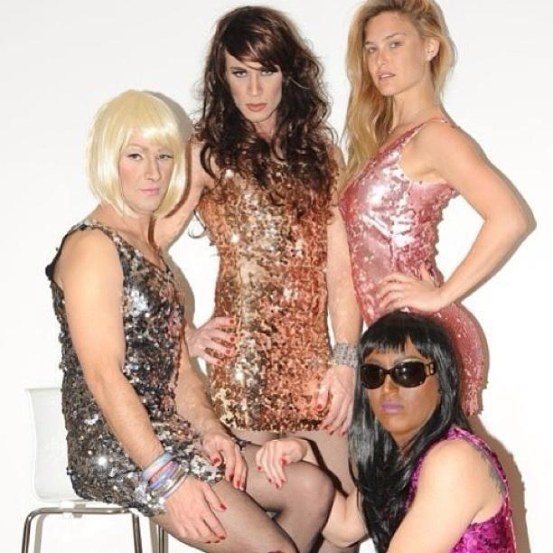 2013 Linda, Cindy, Naomi és én. Purim.
