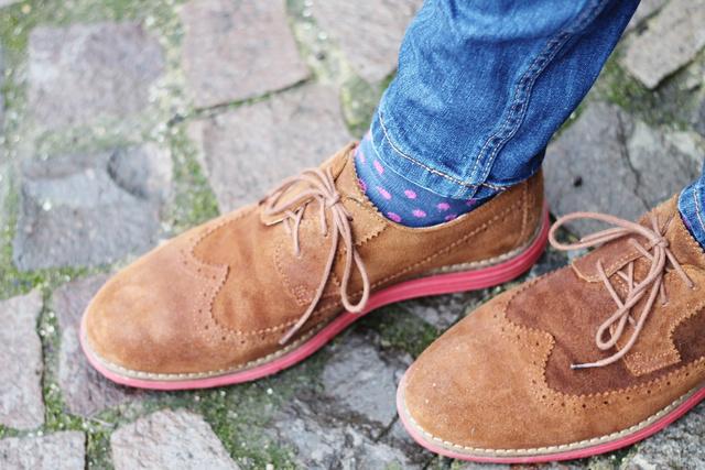 Egy mintás zoknival könnyen feldobhatjuk az összeállításunkat!