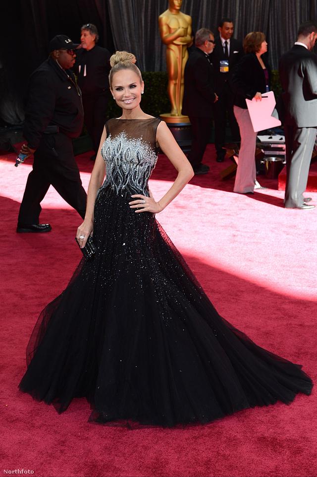 Kristin Chenoweth, a Glee sztárja Seth MacFarlane-nel zárta az Oscar díjátadót.