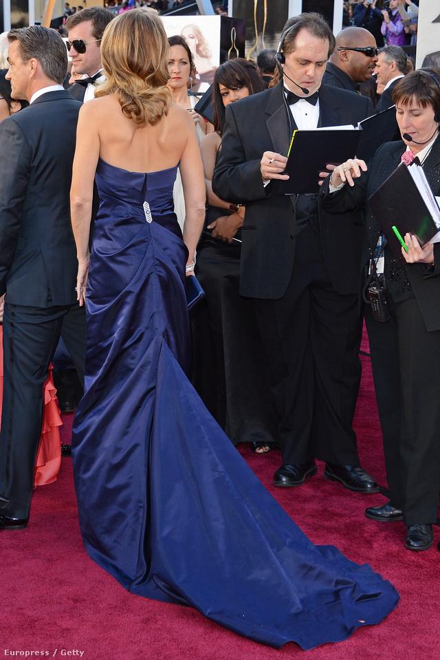 Helen Hunt ruhája hátulról. Vörösszőnyeg-kompatibilis?