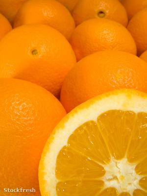 stockfresh 471125 ripe-oranges-pile-with-an-orange-sliced sizeM