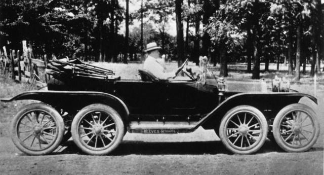 """Reeves """"Octoauto"""" nevű, hat kormányzott kerekű kocsija 1910-ből"""