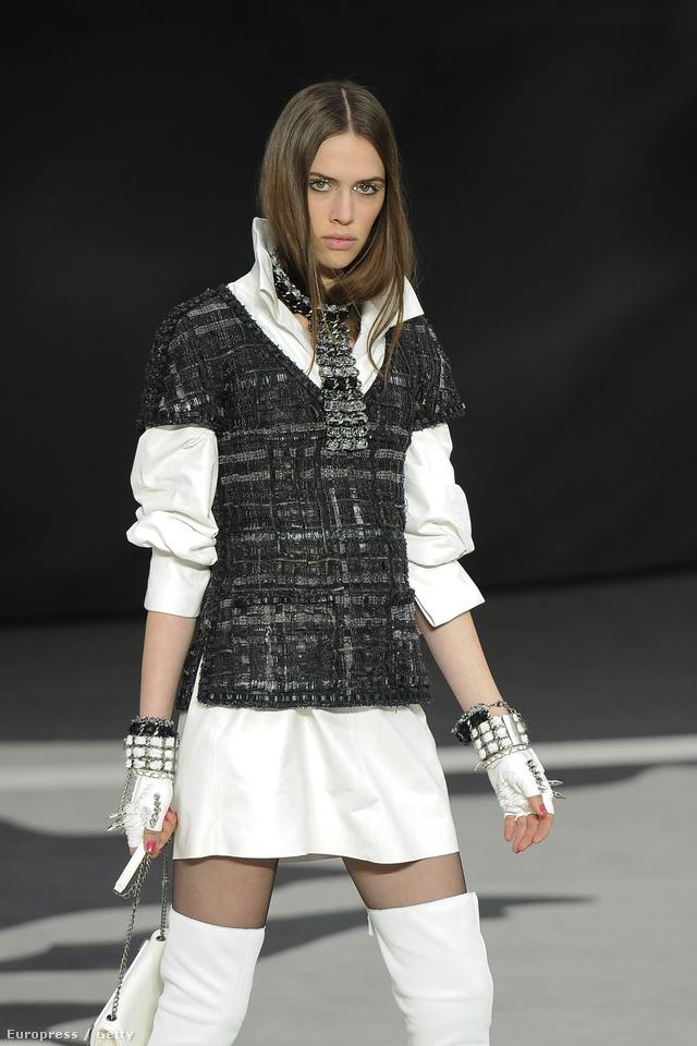 Fekete és fehér színek a Chanel kifutóján is.