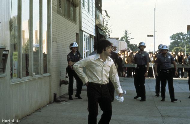 Ha arra az egykori banképületre vagyunk kíváncsiak, ami előtt Al Pacino üvöltözött a rendőrök gyűrűjébe zárva, egészen Brooklyn-ig kell utaznunk