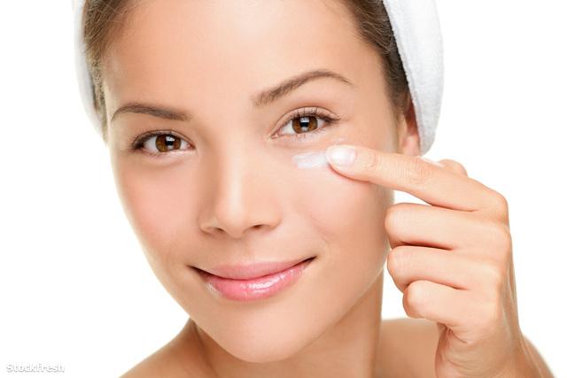 stockfresh 2346488 face-cream-woman sizeM