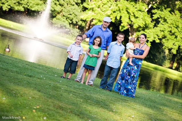 stockfresh 1827664 happy-family-at-the-park sizeM