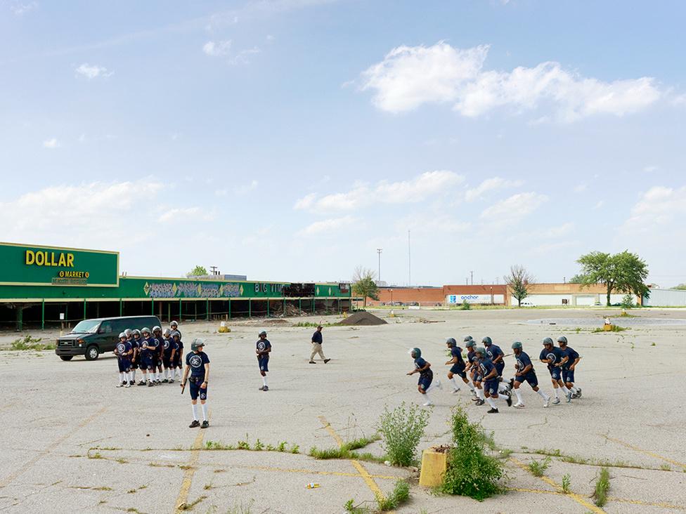 Rendőrkadétok tömegoszlató gyakorlata, Northeast Side, Detroit, 2011;Forrás: Index.hu; Conclude Zrt.