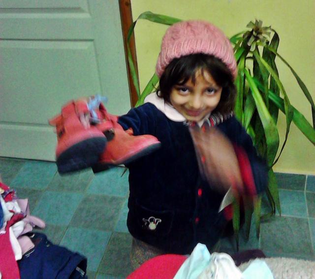 Kira és a rózsaszín topánkák. A kép közlésére engedélyt kaptunk