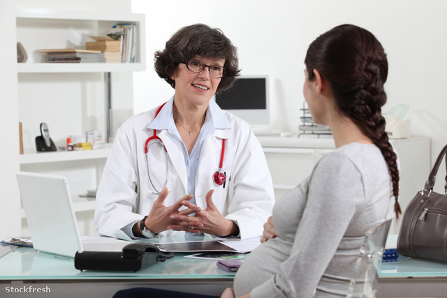 stockfresh 2282064 pregnant-woman-in-doctors-appointment sizeM