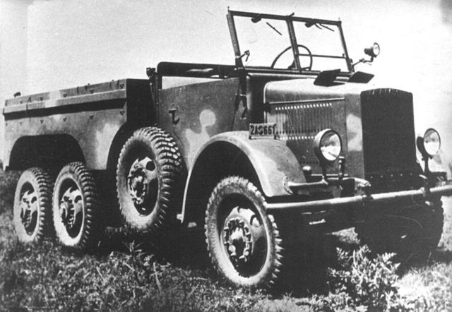 Balkormányos Botond                              (38/42M Botond B) terepjáró rajkocsi 1942-ből (Fotó: Collection Burányi)
