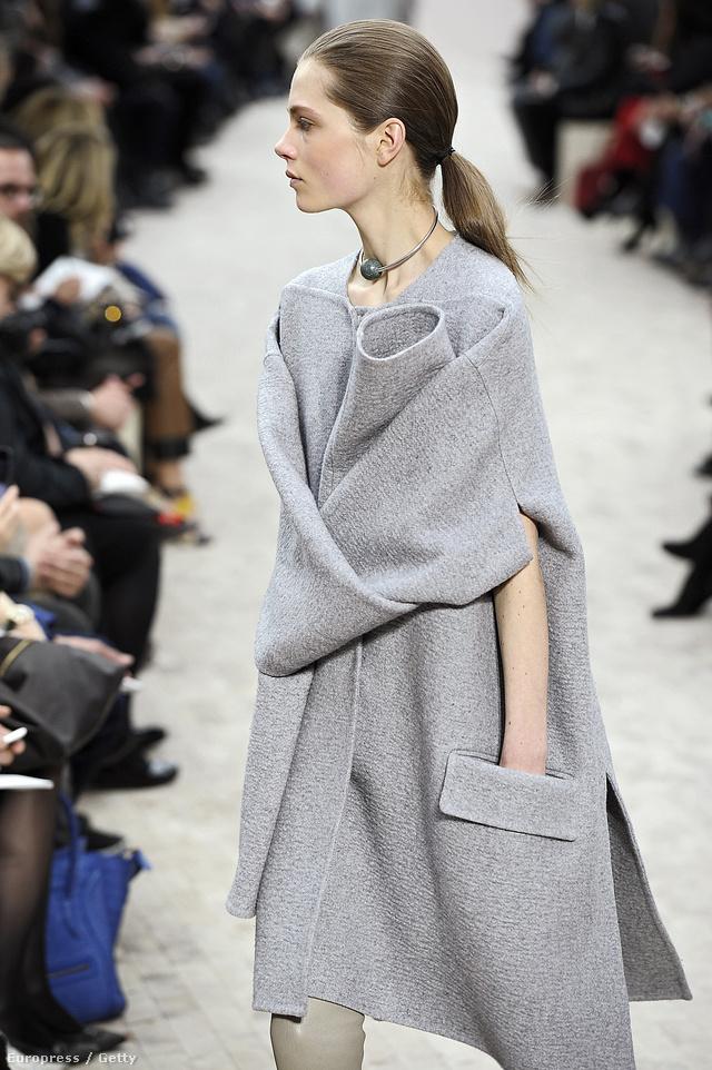 Phoebe Philo által tervezett egérszüke kabátcsoda