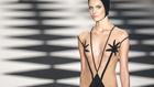 A brazilok átlátszó mintás bikinivel nyomulnak