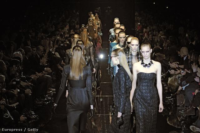 Modellek vonulnak a Gucci kifutóján. Ön lát színesbőrű modellt?