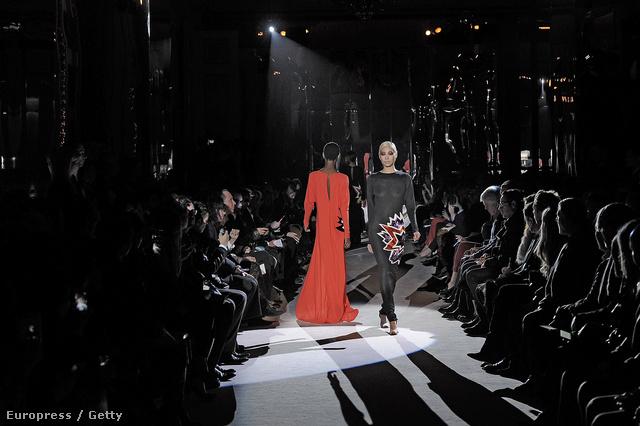 A Gucci-modellek között találunk fekete bőrűt