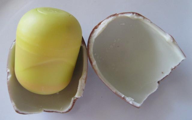 Kinder-Surprise-Canadian-Egg-Inside