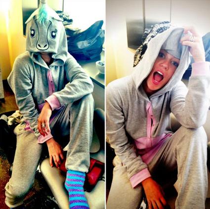 Sztárok körében is népszerű az állatos overáll.Miley Cyrusnak az egyszarvús nyerte el tetszését.