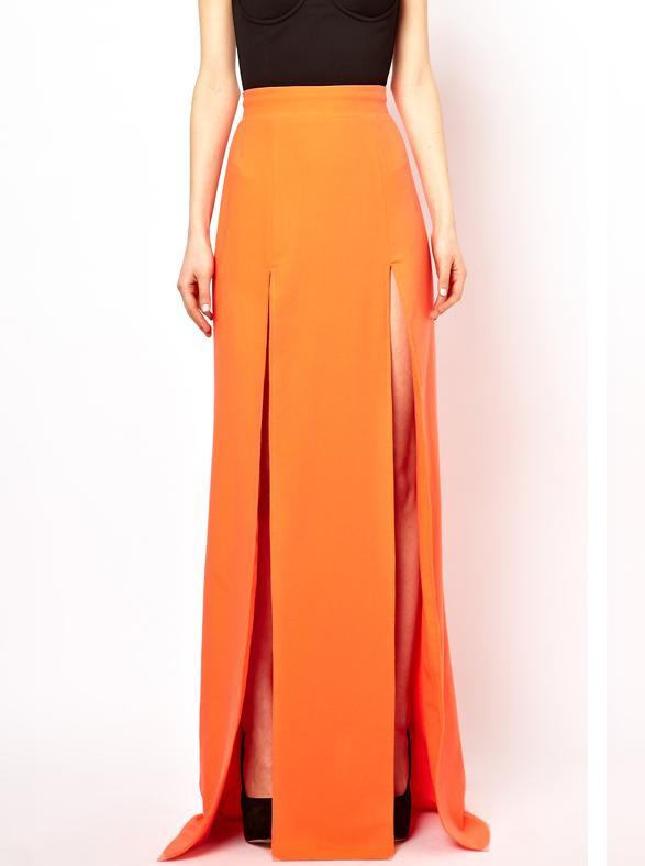 Kedvencünk ez a narancssárga darab, gyönyörű a szabása. Mondjuk az ára is, nem kevesebb, mint 45 ezer forint az asos-on.
