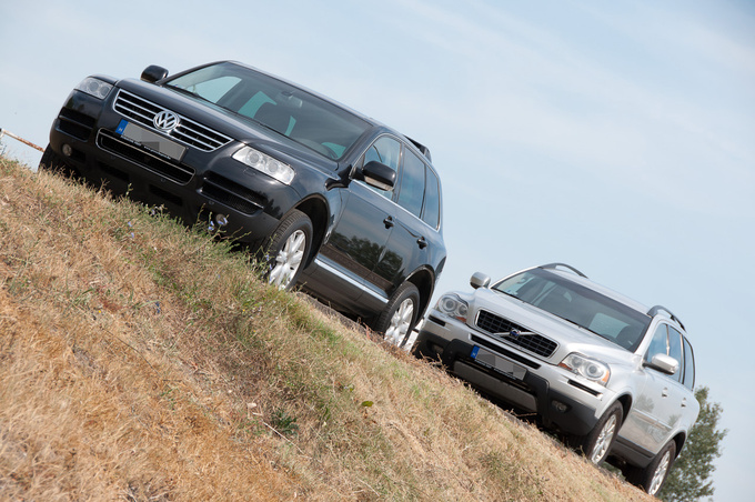 All-time 4WD in both cars, the Touareg also has a reduction gear