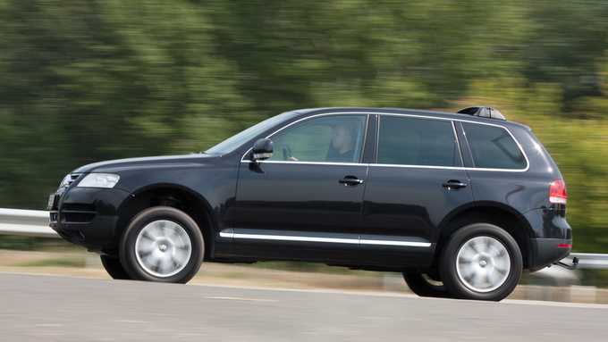 The Touareg is a quick car with this engine, it beats the Volvo to 100 kph by 2 seconds