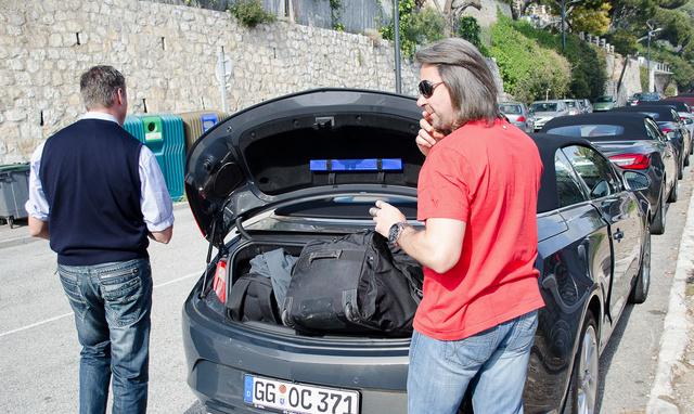 A 280/380 literesnek mondott csomagtartó a küldöldi kollégáknak is feladta a leckét