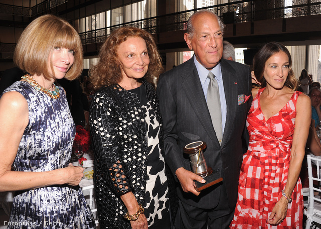 Anna Wintour, Diane Von Furstenberg ,Oscar de la Renta és  Sarah Jessica Parker New Yorkban.
