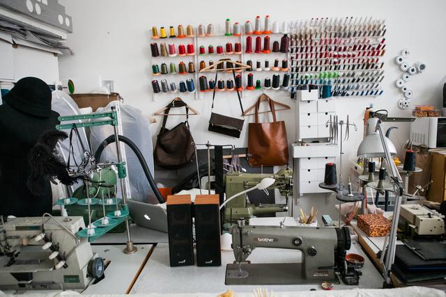 A műhelyként is funkcionáló showroom Budán