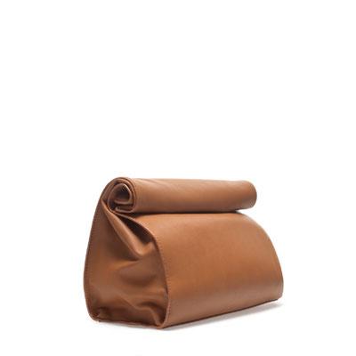 Kajás zacskó forma barna táska feketében is pirosban is kapható