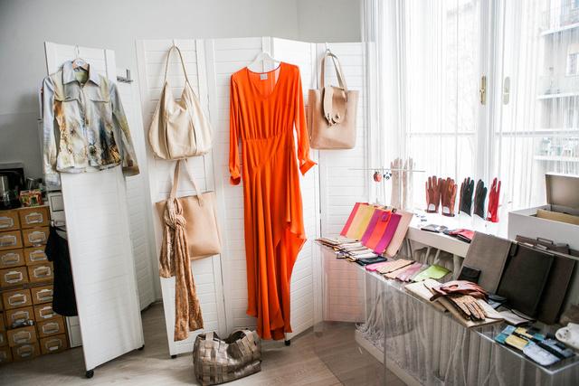 Nyárias színek és  Gabo Szerencses táskák, kesztyűk,és tokok a tavaszi kollekcióban.