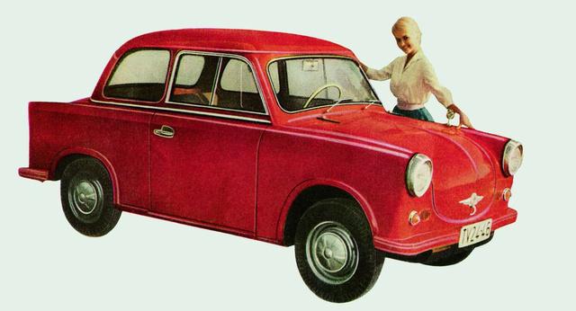 """Eleinte kevés díszítéssel gyártották a P50-eseket. Az embléma még """"AWZ"""" feliratú, alatta kis fogantyúval, a kerekeken azősmodellre jellemző narancscikkelyes dísztárcsákkal"""