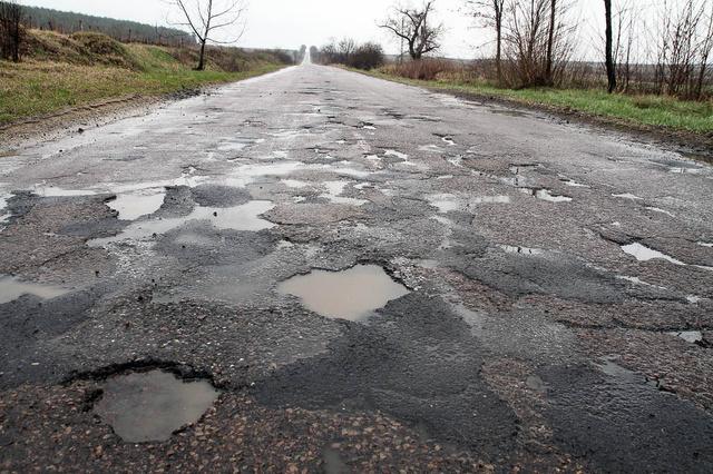 Hevesben az idén 10,4 kilométernyi úthosszon végeznek teljes felújítást, beleértve a Gyöngyös, Verpelét-Eger út egyes szakaszait.