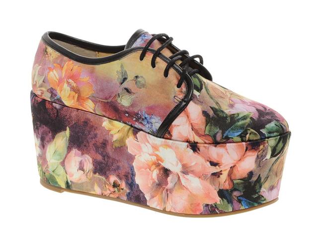 Ha bevállalós, akkor ezt a cipőt önnek tervezték, bár az ára elég borsos, 21 ezer forint, Asos.