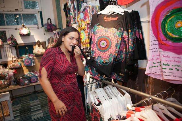 Palya Beán könnyen eltudjuk képzelni a márka színes-mintás ruháit