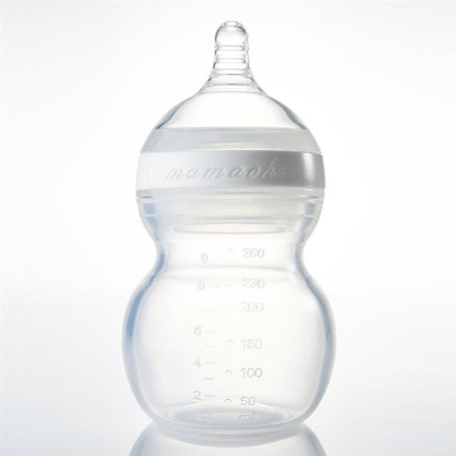 A Mamachi üvege 120 dollár, ennyiért teljes egészében szilikonból van. A kupak létében csak reménykedni tudunk.