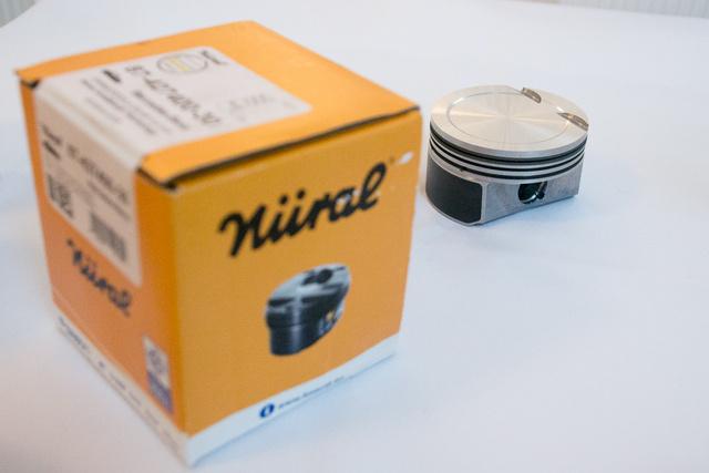 Nem tegnap kezdte a dugattyúgyártást a Nüral - vagány a régi vágású doboz