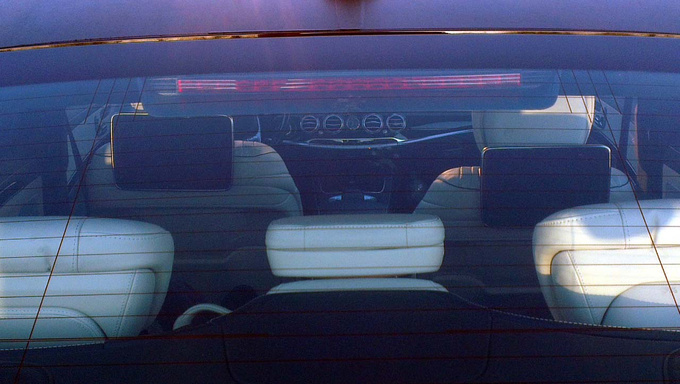 Rolls-Royce style vents, but this is probably not the final solution for the rear-seat monitors
