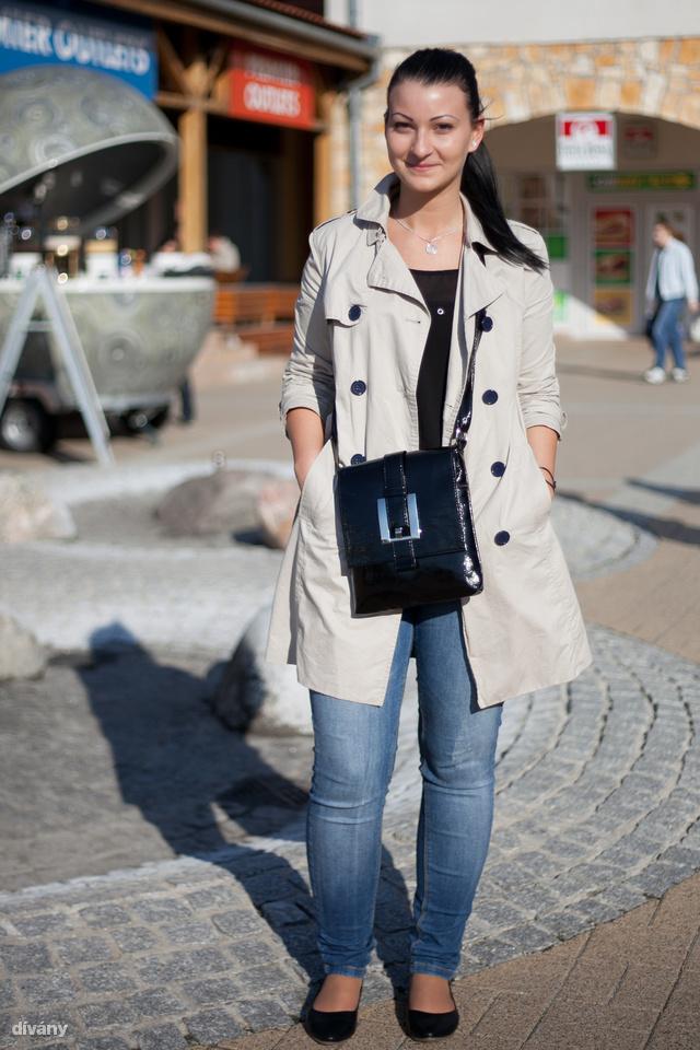 Niki kabátja az Orsay-ből van