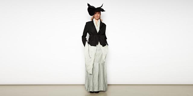 Karin Oèbster 1998-ban alapított luxusmárkája egyedi, avant-garde ruhákkal van tele