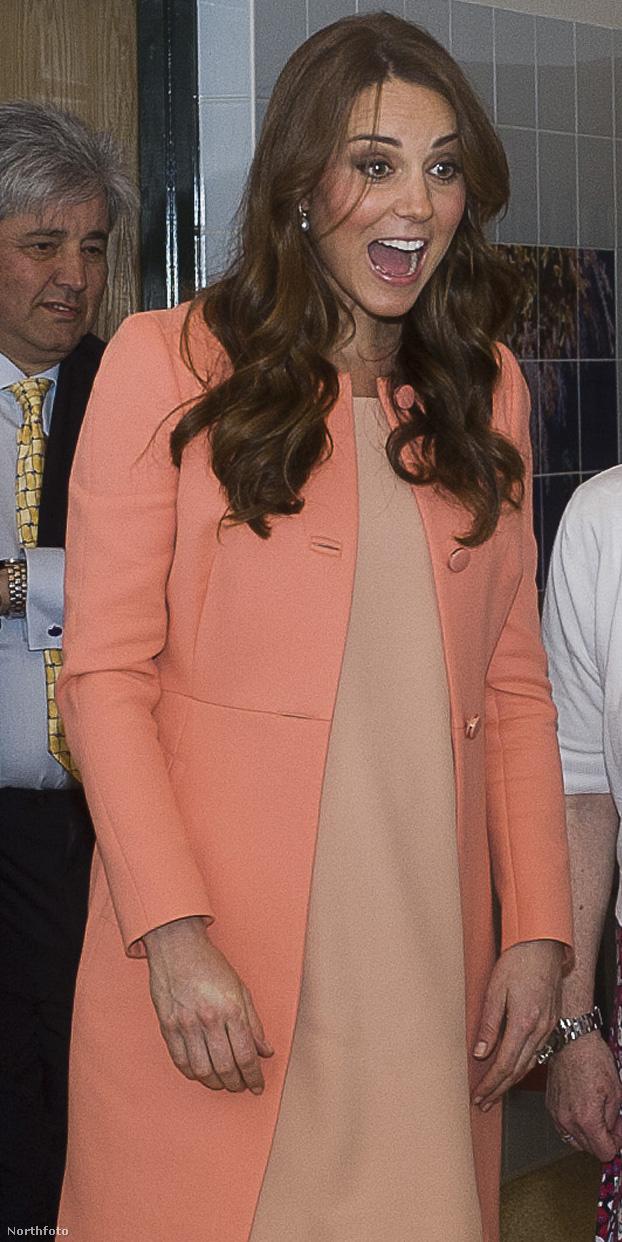 A hercegnének jól áll a lányos szín.