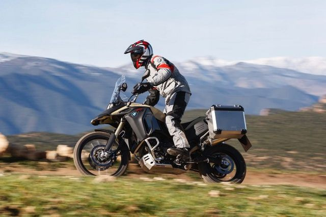 2013-BMW-F800GS-Adventure-outdoor-action-24-635x423