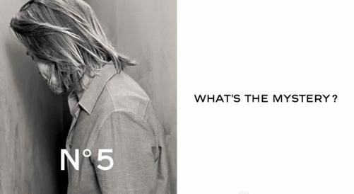 Brad Pittet falhoz állították a Chanel parfüm reklámban