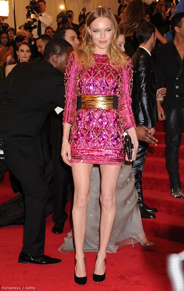 Kate Bosworth falatnyi Balmain ruhája 5,8 millió forintba fájt a színésznőnek.